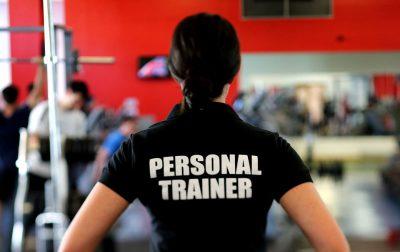 11 diferencias entre un entrenador personal y un monitor de gimnasio