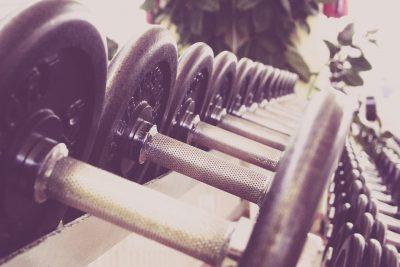 entrenar-con-pesas-y-sus-